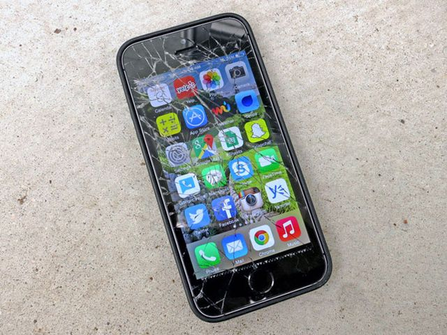 Apple buys damaged iPhone and gives protective film for free
